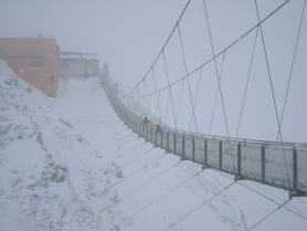 Pohled na visutý most v zimě